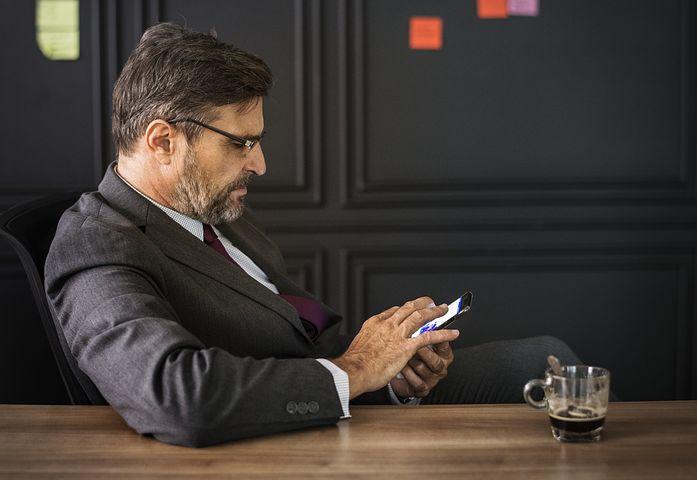Poţi obţine instant informaţii despre firme prin SMS la 1300